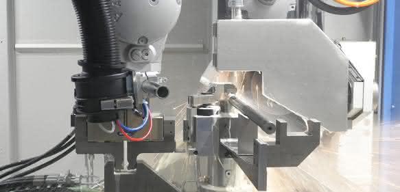 KUKA KR QUANTEC Trennen bei Wieland Anlagentechnik