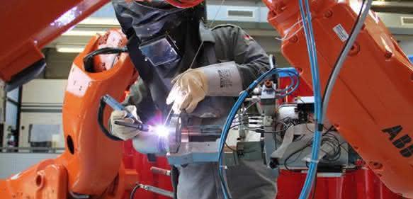 Forschungsfeld Industrierobotik: Mensch-Roboter-Kombination