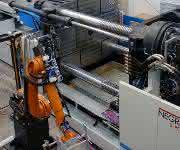 27.000 Kilonewton Schließkraft – die Maschine ist der Kern einer Anlage zur Produktion von Kunststoffpaletten aus Recyclingwerkstoffen.