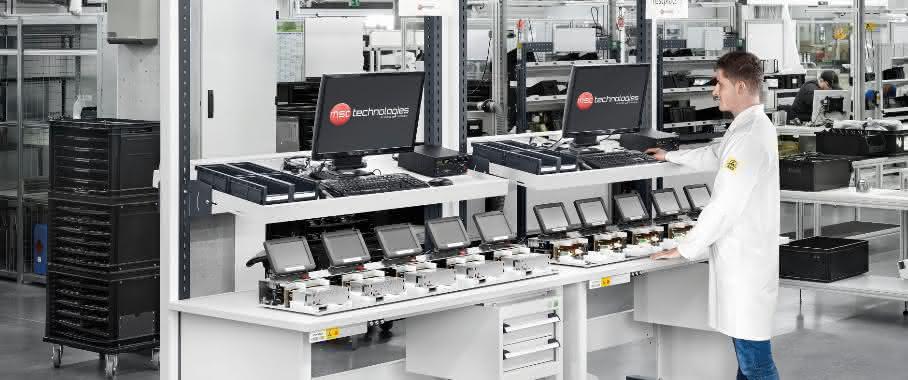 ESD-Arbeitsplätze in der Monitormontage Bott