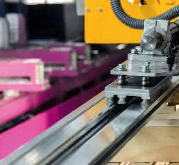 Strangpressprofile bewegen: Eurotech realisiert flexibles Vakuum-Handlinggerät für TSE