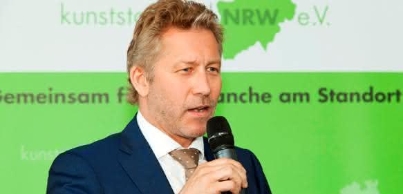Antrittsrede im Rahmen der Mitgliederversammlung des Vereins Kunststoffland NRW – Reinhard Hoffmann, neu gewählter Vorsitzender. (Bild: Kunststoffland NRW)