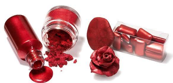 Candurin® NXT Ruby Red von Merck ist das erste für Lebensmittel zugelassene Effektpigment auf Basis von Silica.