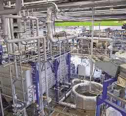 Die Trenntechnik Ulm hat in Memmingen eine Anlage zur chemischen Trennung von PA-PE-Verbundfolien aufgebaut. Mit diesem Verfahren könnten künftig auch andere Rohstoffe zurückgewonnen werden. (Bild: Messe Düsseldorf, Trenntechnik Ulm)