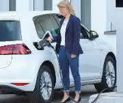 Laden von Elektrofahrzeugen mit 350.000 Watt