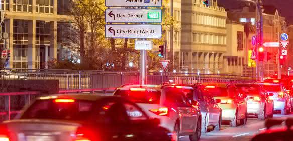 Bosch vereinfacht die Parkplatzsuche und automatisiert Schritt für Schritt das Einparken