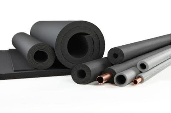 Technische Dämmstoffe aus flexiblen Elastomer- (FEF) und Polyethylen-Schäumen (PEF) dienen der Isolierung von Rohren, Tanks und Behältern sowie Betriebs- und Haustechnik. Für welchen Einsatz sie in den Ländern zugelassen sind, regeln zusätzlich die nationalen Baugesetze. (Bild: CEFEP)