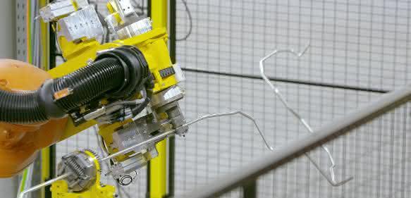 Transfluid Rohrbearbeitungssystem mit Roboterhandling