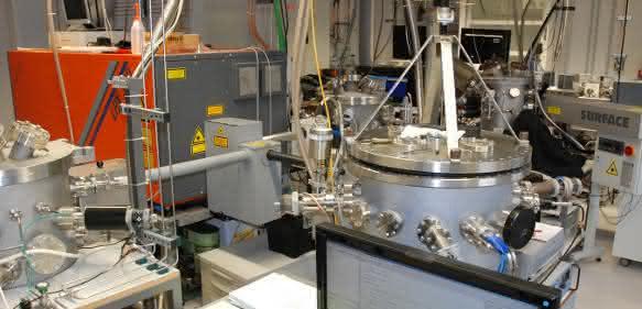 Labor zur Laser-Plasmaabscheidung von Prof. Lorenz und Prof. Grundmann. (Foto: Prof. Dr. Michael Lorenz / Institut für Experimentelle Physik II)