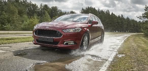 Ford auf dem Boulevard der gebrochenen Stoßdämpfer