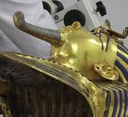 Klebstoff-Experten von Henkel halfen bei Restaurierung der Pharao-Maske