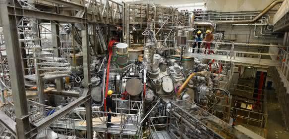 Fusionsanlage Wendelstein 7-X  erfolgreich gestartet: Plasmaleuchten in Greifswald