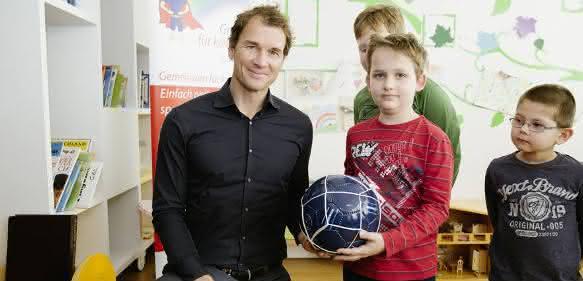 Schunk Markenbotschafter Jens Lehmann in Kinderklinik