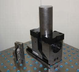 5-Achsen-Kraftspanner Grepos 5X mit Sonder-Wechselbacken