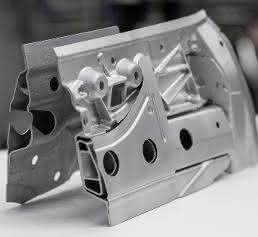 Bauteile aus Metall im Laserschmelz-Verfahren fertigen
