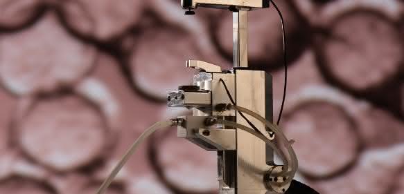 Zweistrom-Düsenanlage zur Herstellung von Alginat-Mikrokügelchen. (© Fraunhofer IBMT, Foto: Bernd Müller)