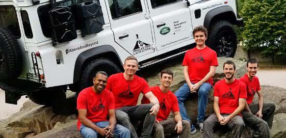"Das ""Trail by Fire""-Team (von links): Dr. Philipson Bani, Dr. Ian Schipper, Aaron Curtis, Dr. Talfan Barnie, Dr. Nial Peters und Dr. Yves Moussallam."