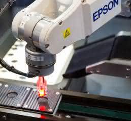 Epson Roboter für Elektronikfertigung