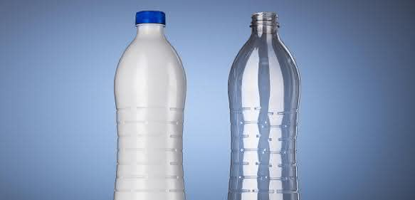 Die neue Leichtgewichtsflasche ist in zwei UV-Schutz-Varianten erhältlich. (Bild: KHS)