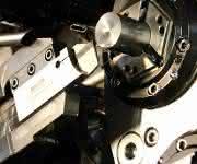 Mehrspindelautomaten arbeiten mit Klingen von Arno