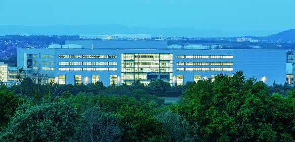 Die neue Festo-Technologiefabrik in Scharnhausen ist eröffnet.