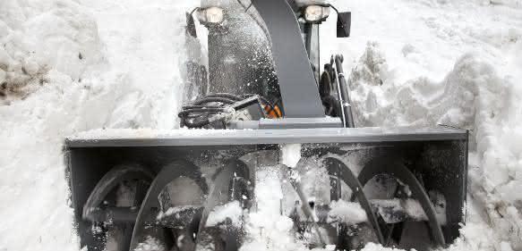 Kärcher Frontölader mit Schneefräse