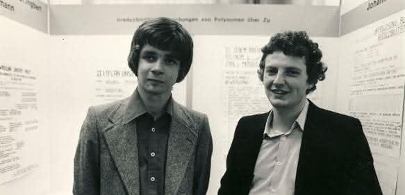 Jürgen Hescheler (rechts) mit seinem Teamkollegen Ulrich Mansmann beim Bundeswettbewerb 1978. (Quelle: Stiftung Jugend forscht e. V.)