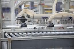 Saugspinnen transportieren empfindliche PVC-Platten: Hier ist die Folie kein Problem