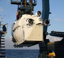 Forschungsschiff Atlantis mit U-Boot