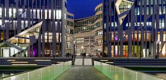 Mit Sicherheit von Siemens: Kö-Bogen in Düsseldorf