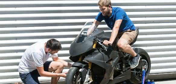 "Elektromotorrad ""T0RR"" mit  Lukas Wheldon und Christian Sander"