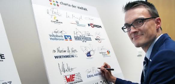 Daniel Reif unterzeichnet für Ziehl-Abegg die Charta der Vielfalt im Heilbronner Welcome Center
