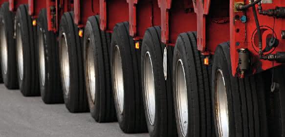 Reifen eines Schwerlasttransporters