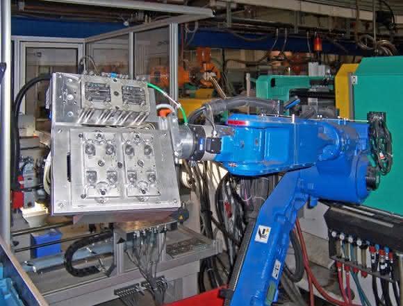 Roboterunterstützte Kunststoffteilefertigung