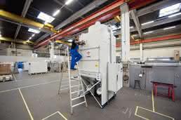 In der Innenmontage bei Keller Lufttechnik wird ein Abscheider gefertigt.