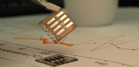 Kunststoff-Solarzellen: Magnetische Nanopartikel steigern Leistung