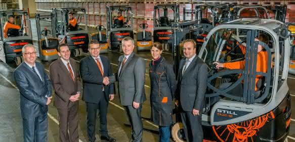 Exklusive Sonderlackierung: Still übergibt zehn Elektrostapler im Jägermeister-Design