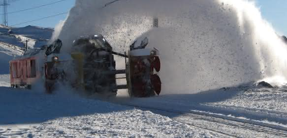 Schneeschippen par excellence: Bahn frei für die Fräswalze