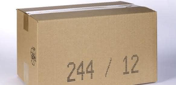 DOD-Großzeichendrucker Jetcoder 3 von Bluhm-Systeme für Großbeschriftung von Kartonverpackung