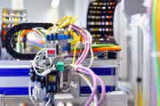 Effizienzsteigerung durch Automatisierung in der Mikrofluidik: IVAM-Symposium ΣYSTEMS INTEGRATION