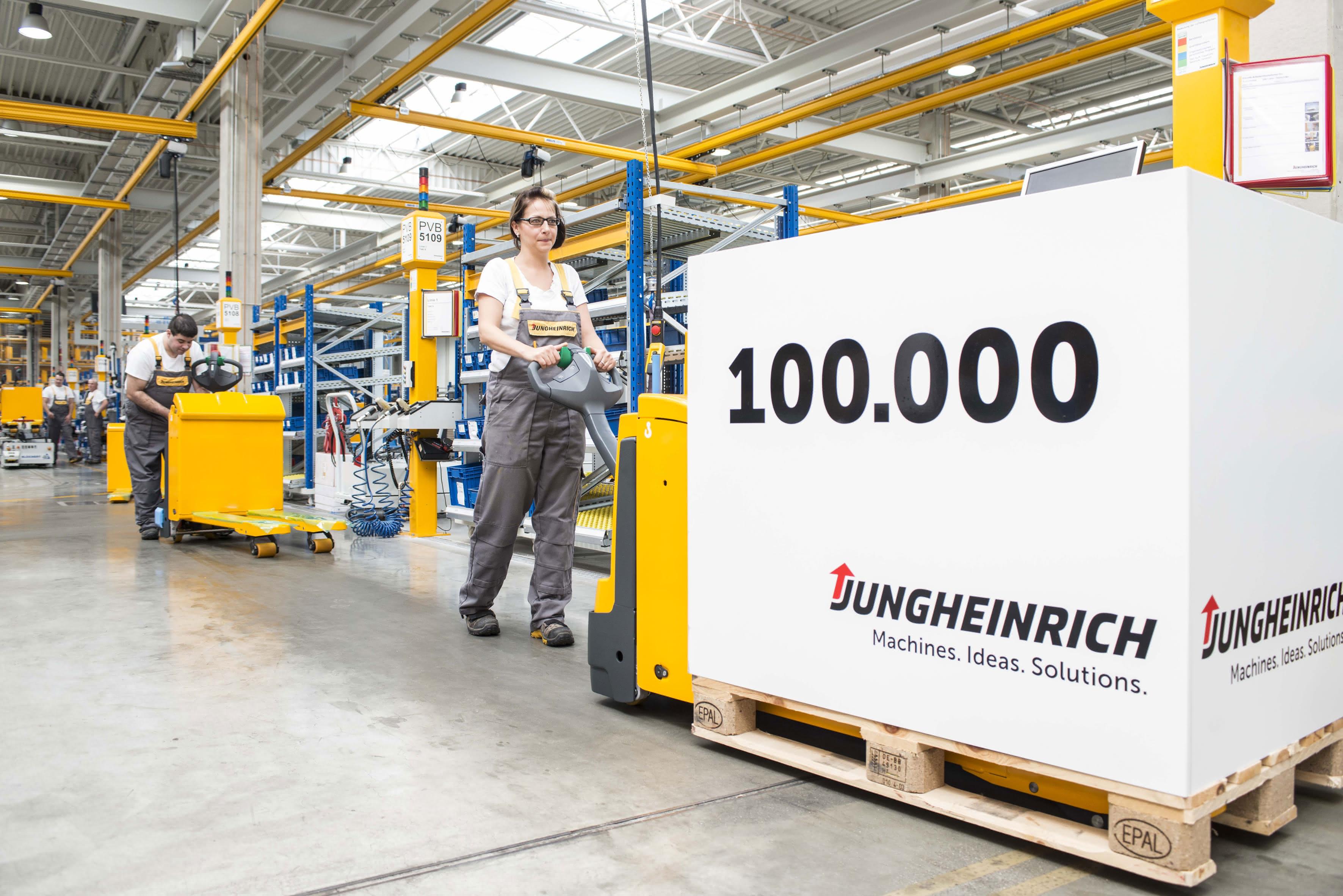 Jubiläumsfahrzeug: Jungheinrich liefert das 100.000ste Fahrzeug aus