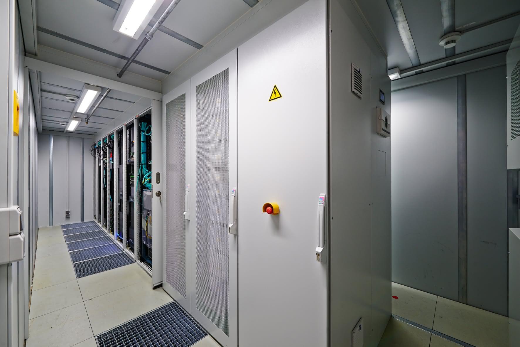 TÜV bestätigt Rittal Energieeffizienz: Dicht am Bestwert