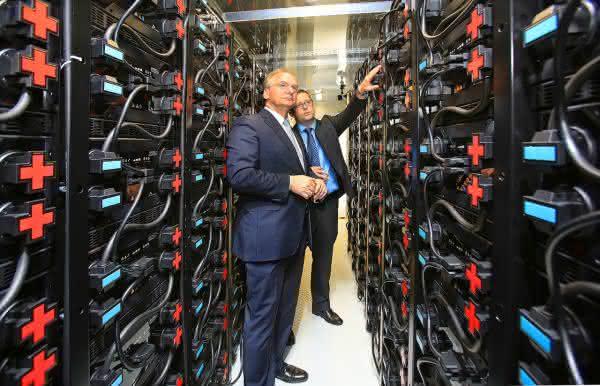 Speicher für die Energiewende: Fraunhofer IFF testet Großbatterie