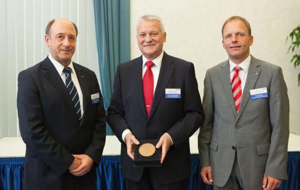 Reges Ehrenamt: VDI-Ehrenplakette für Prof. Jürgen Kletti