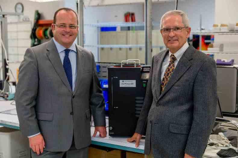Dr. Gunther Wobser, Geschäftsführender Gesellschafter von LAUDA und Peter Adams, Geschäftsführer des Spezialisten für thermoelektrische Temperierung