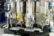 Funktionsintegration Mehrkopf-Schweißmaschine für Automobil-Motorabdeckung - der gesamte Werkzeugwechselsatz.
