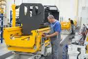 Neues Werk läuft auf Hochtouren: Lager- und Systemfahrzeuge aus Degernpoint