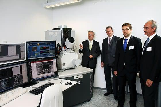 NSC feierte 10-jähriges Bestehen: Einweihung eines neuen Großgeräts zur Nanostrukturierung
