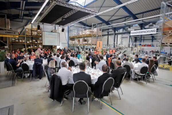 Produktionskapazitäten sollen weiter aufgestockt werden: Schweizer Spritzgusswerk der Lapp Gruppe feiert 25. Jubiläum
