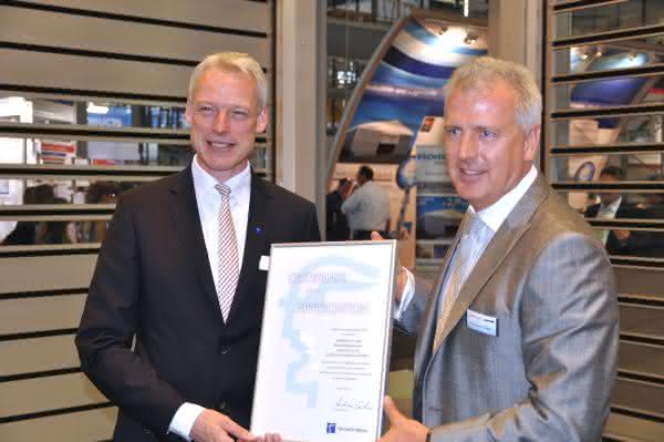 Urkunde vom Messechef: Efaflex begeht 15-jähriges Cemat-Jubiläum